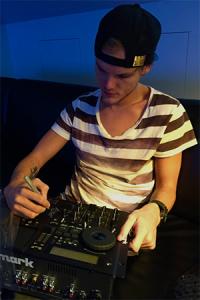 Avicii Signerar DJ-mixer